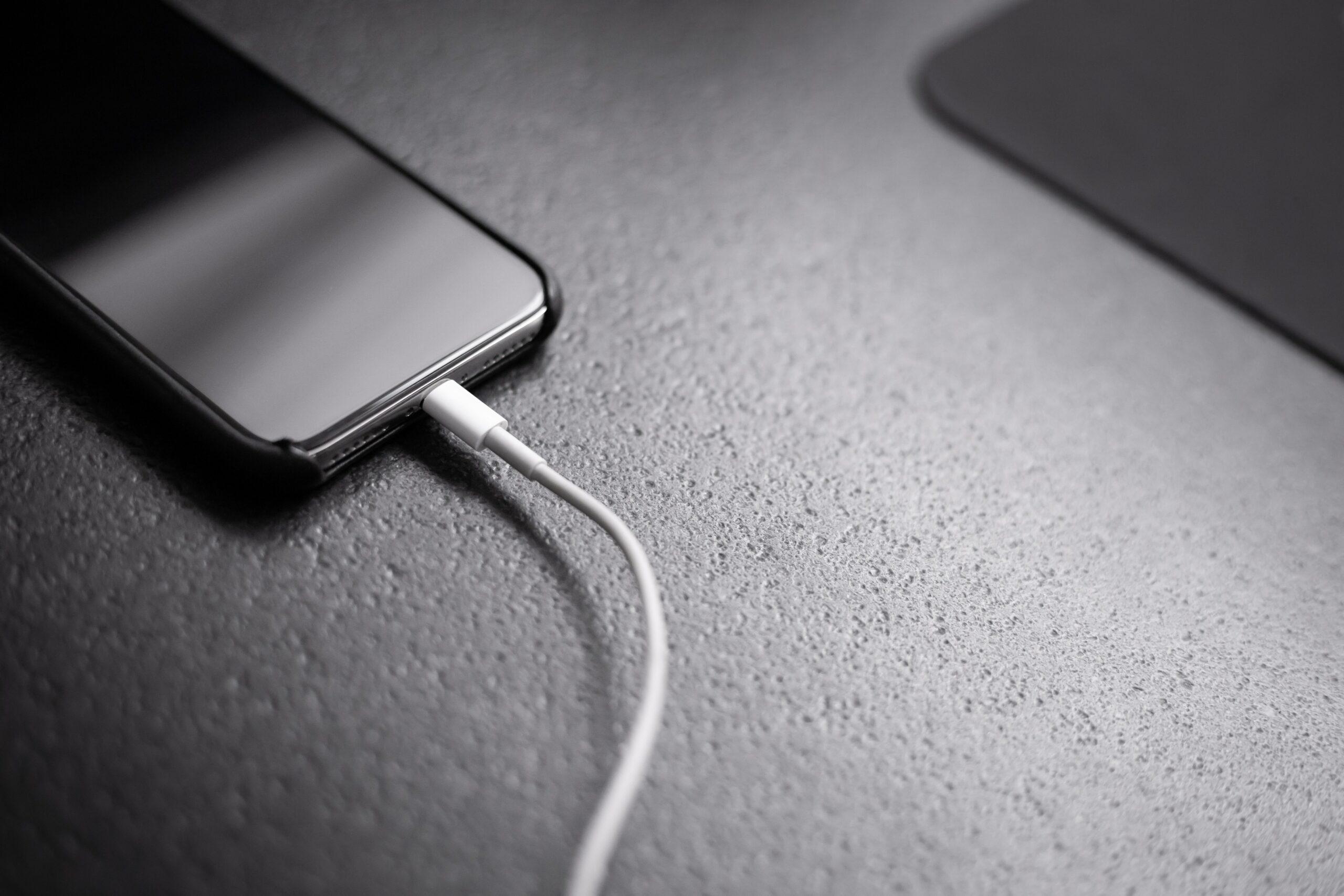 5 лайфхаков, которые помогут быстро зарядить мобильный телефон
